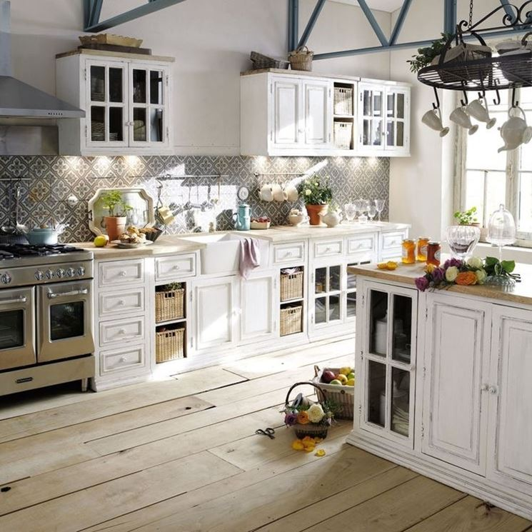 Decorare una cucina shabby country