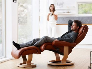 poltrona stressless in pelle marrone